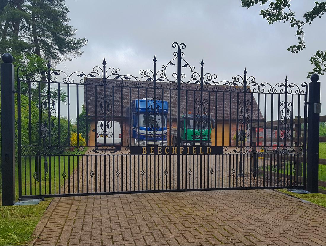 Automatic Cambridge Flat Design Gates Bishop's Stortford