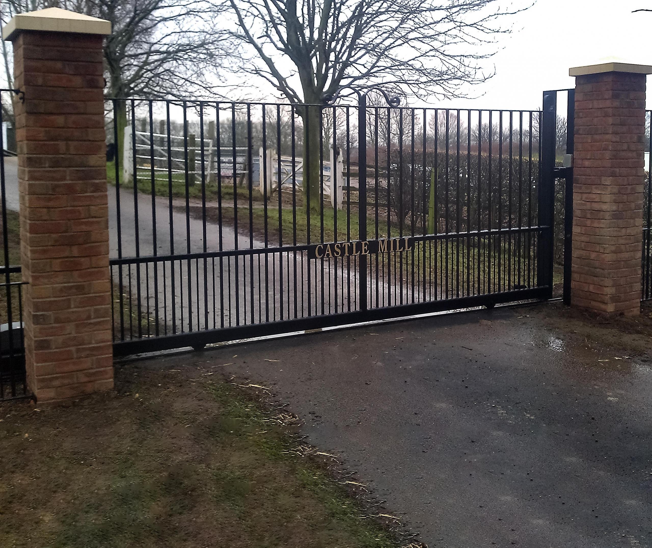 Bury Design Sliding Gate - Bedford