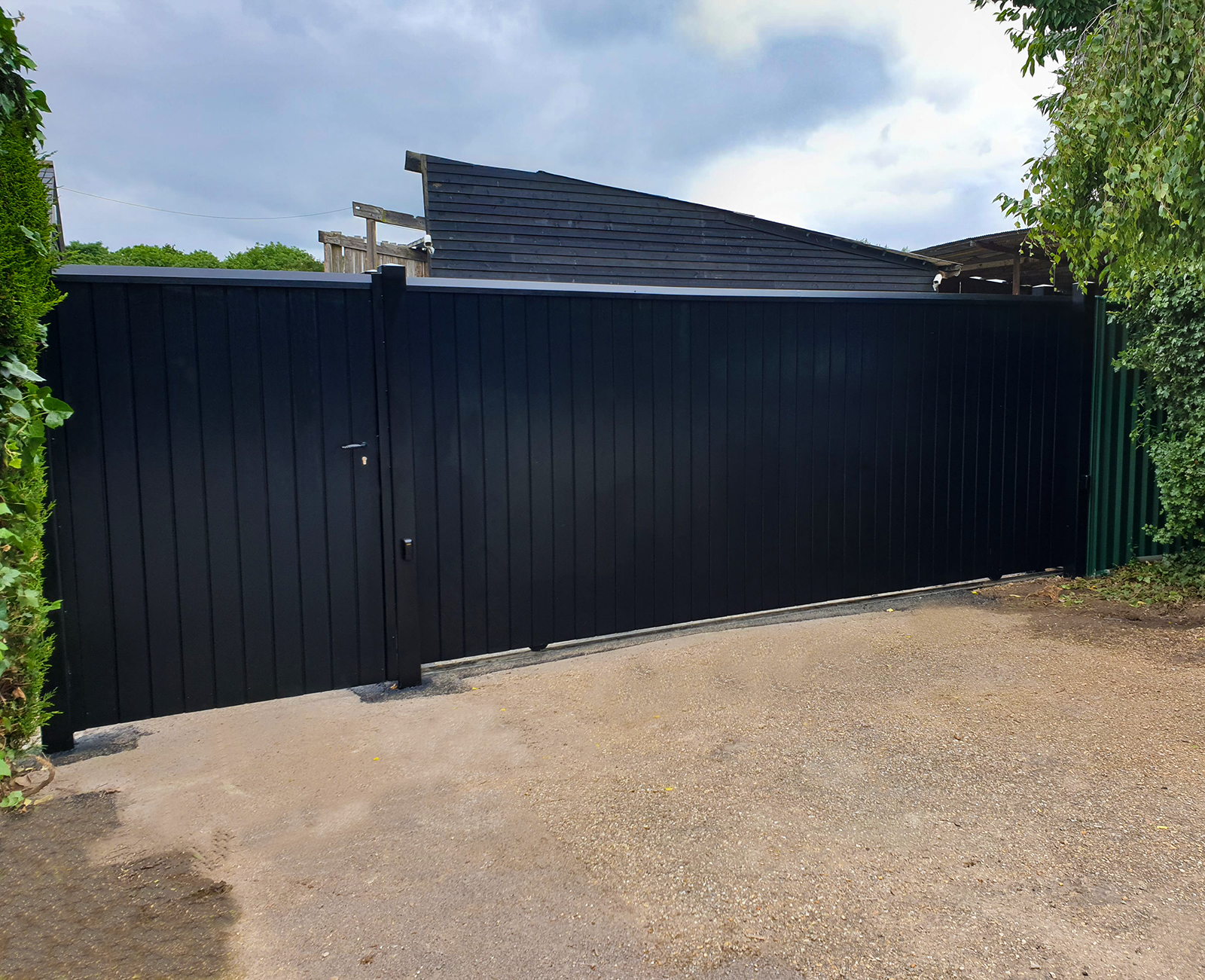 Littlebury design Sliding gate Longstanton